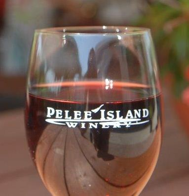 Pelee-Island-Winery-Summer-Sundays-on-the-Patio